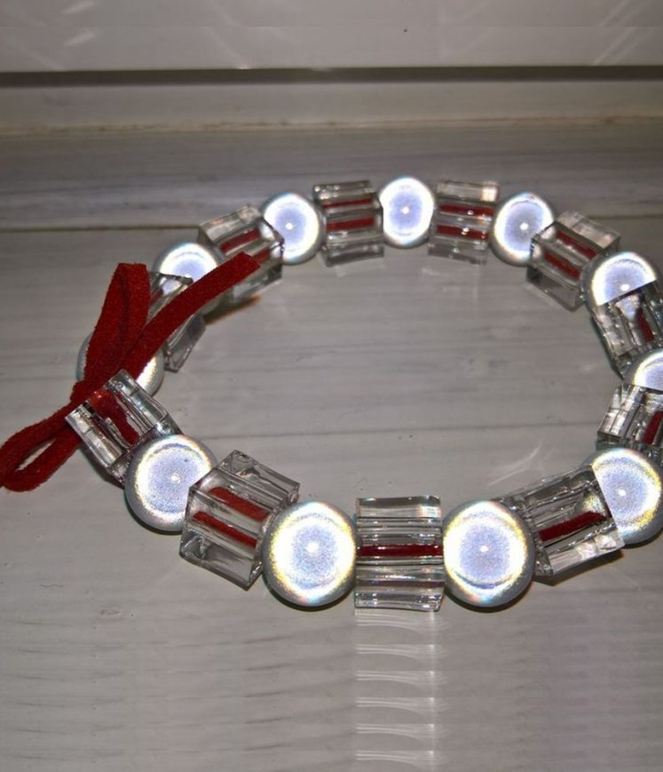 bracelet perles et cuir rouge