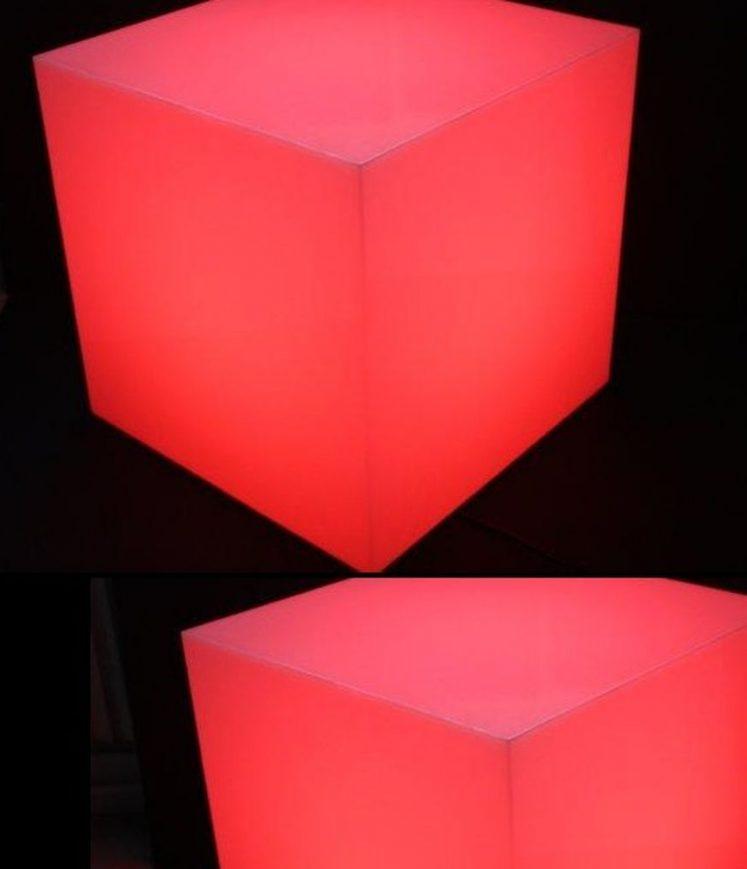 cube éclairant à lumière rouge