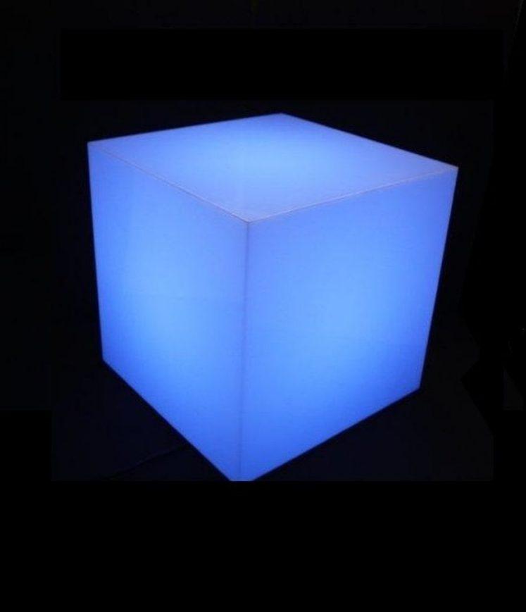 cube éclairant à lumière bleue